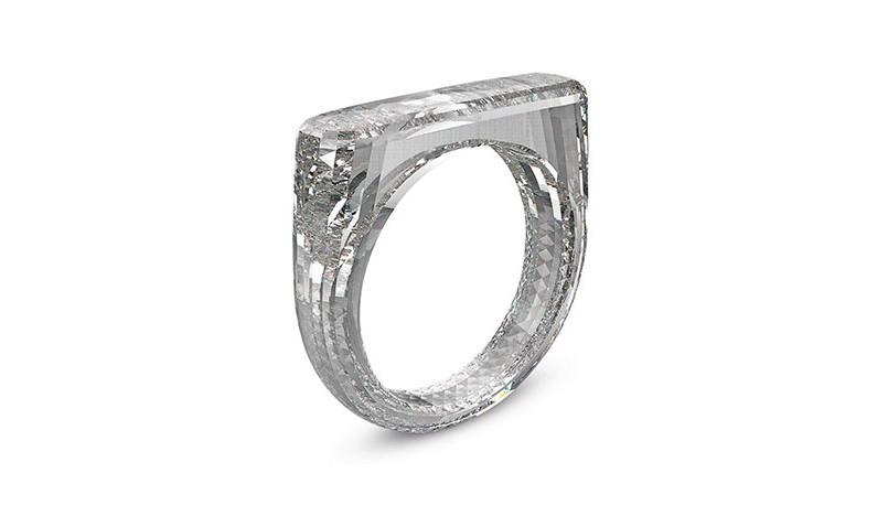 Марк Ньюсон и Джони Айв: кольцо из искусственного алмаза