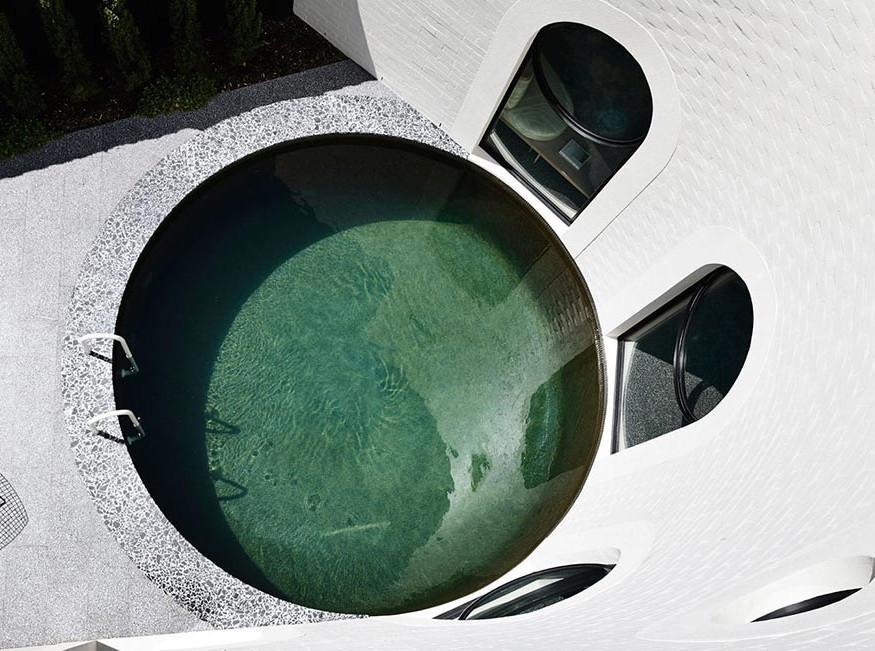 Kennedy Nolan: дом с глубоким бассейном