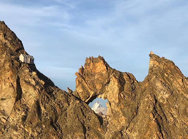Префаб на горной вершине в Апуанских Альпах