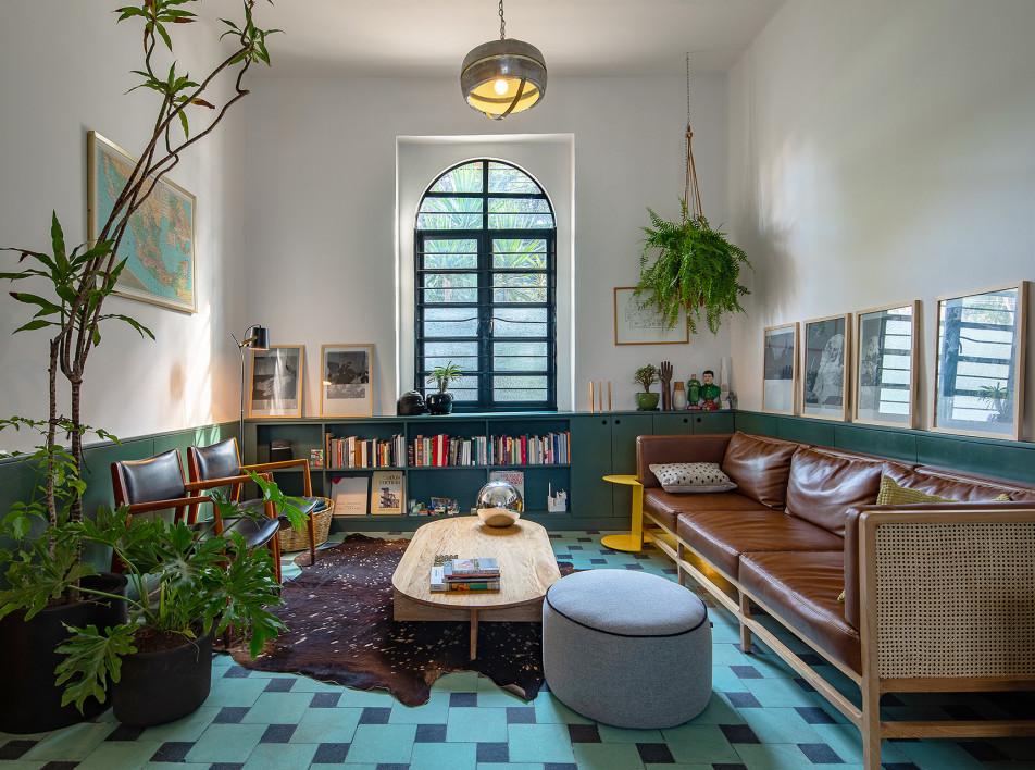 Зеленый дом для артистической семьи
