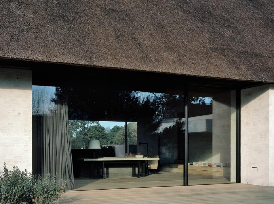 Дом под соломенной крышей по проекту Винсента ван Дейзена