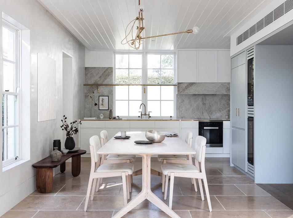 Белый фартук для современной кухни: материалы и идеи