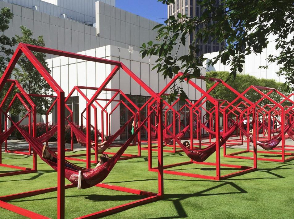 Городская инсталляция для социального дистанцирования