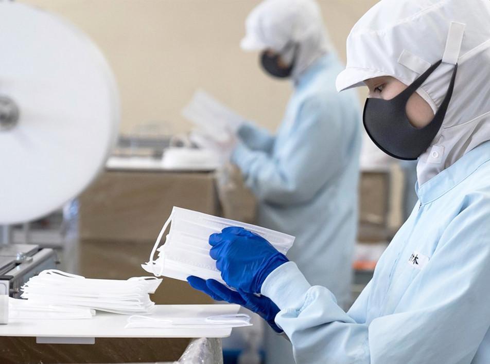 Индустрия роскоши начала выпускать медицинские маски и защитные средства