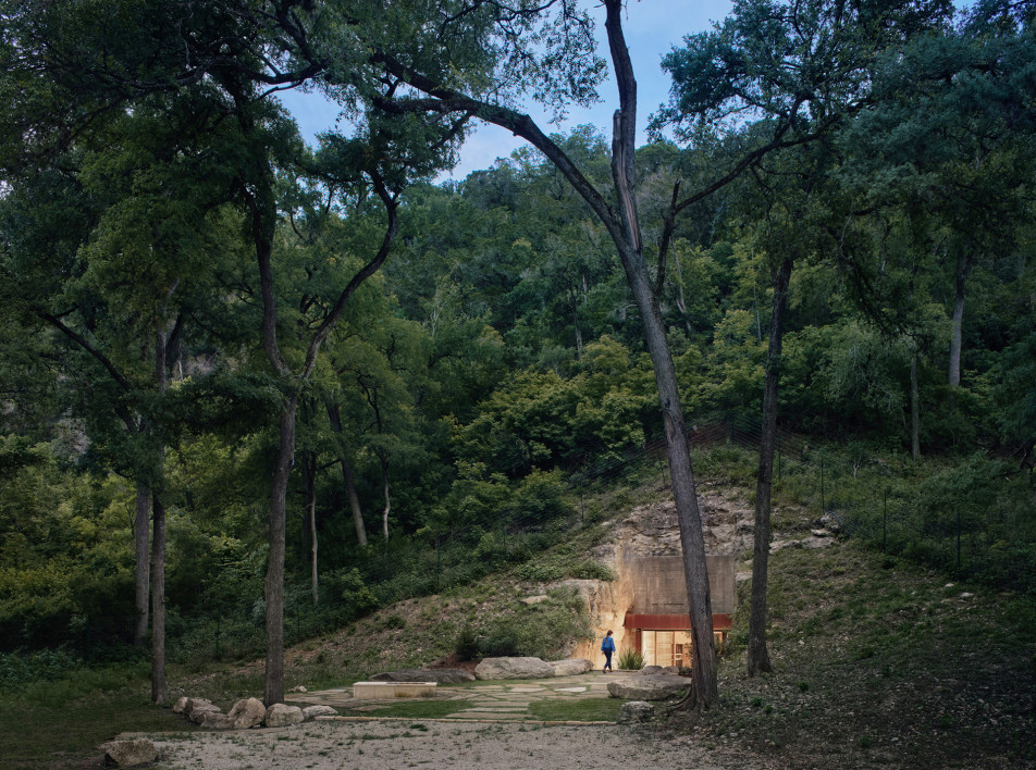 Clayton Korte: винотека в склоне холма в Техасе