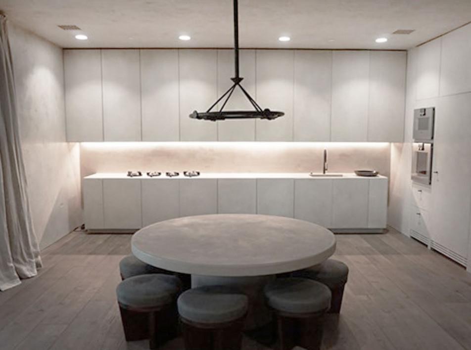 Канье Уэст и Ким Кардашьян продают квартиру по проекту Bинсента ван Дейзена