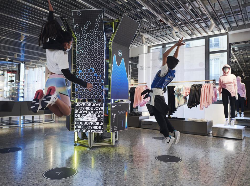 Компания Nike открыла в Париже свой третий бутик