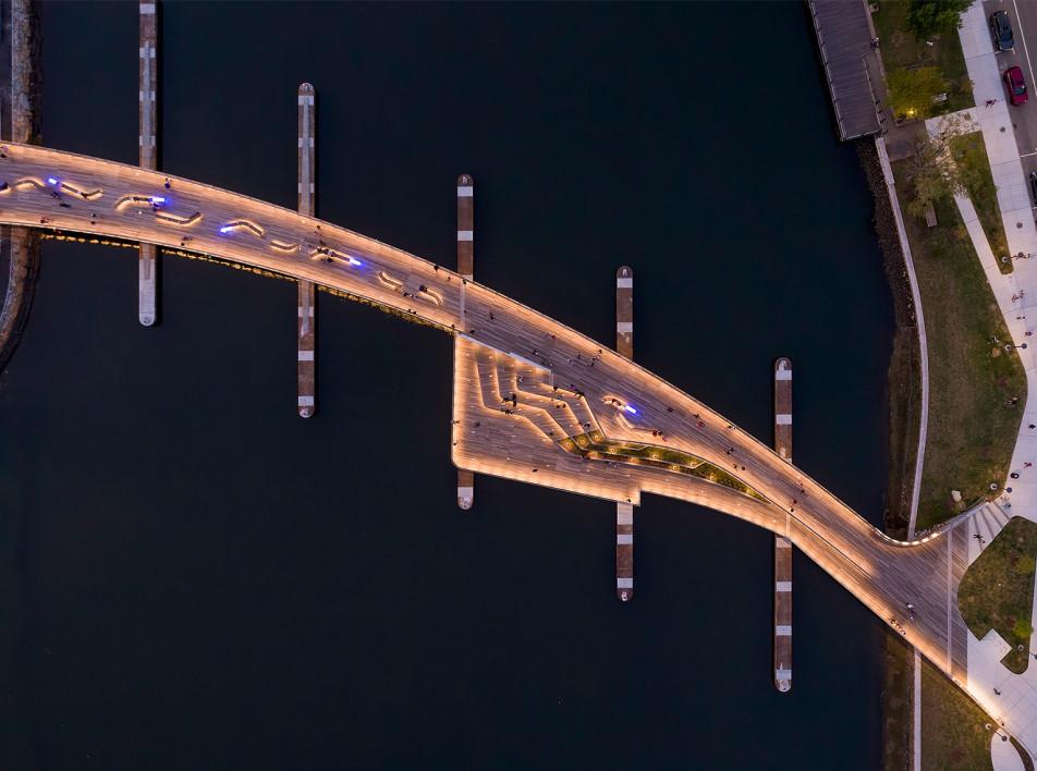 Пешеходный мост-корабль по проекту Inform Studio