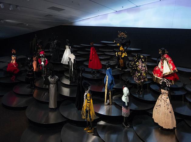 OMA и Dior: дизайн одной выставки
