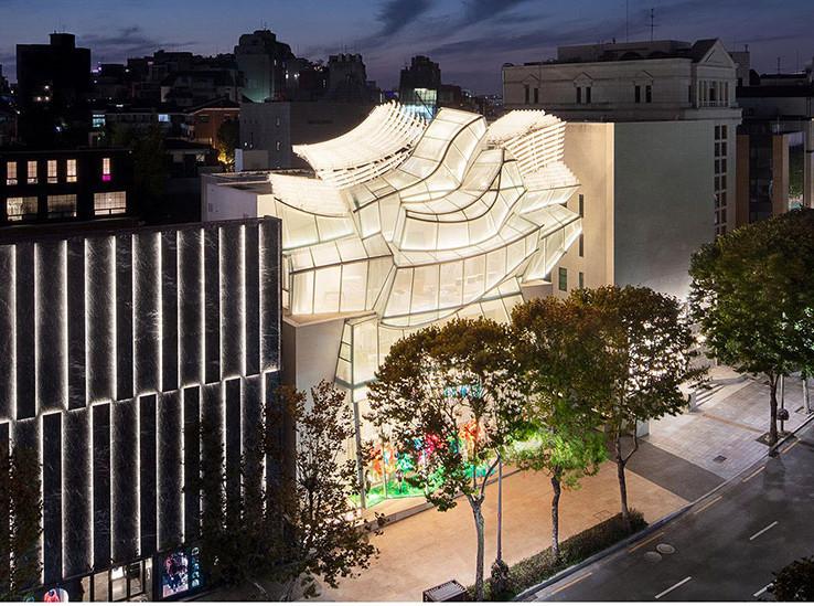 Фрэнк Гери и Питер Марино празднуют открытие Louis Vuitton в Сеуле