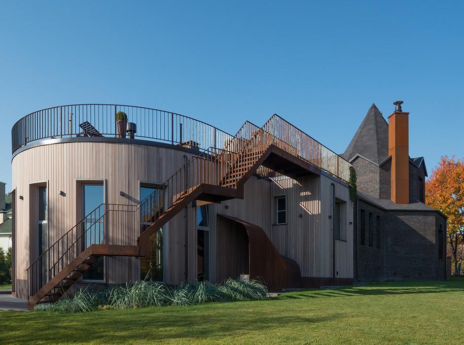 Как заурядный типовой коттедж превратить в архитектурное событие