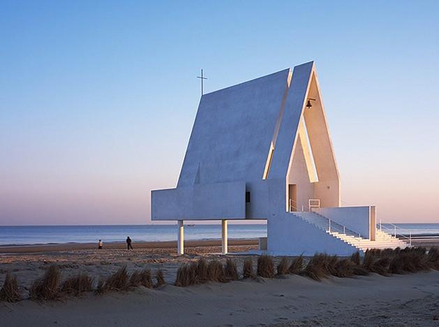 Архитектура переживаний: часовня и библиотека на пляже