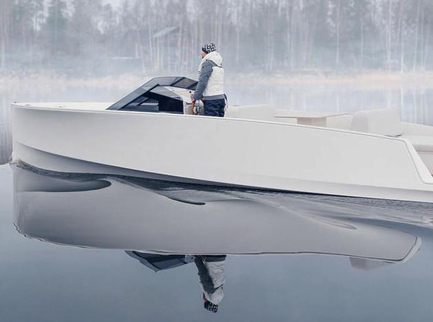 Бесшумная моторная яхта Q30