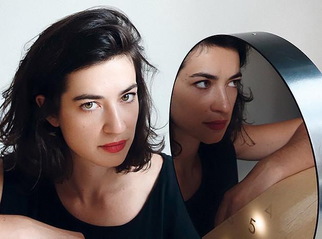Полин Дельтур (Pauline Deltour): аксессуары с французским шармом