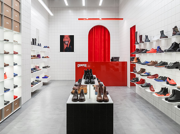 Студия Asketik: интерьер магазина Camper в Москве