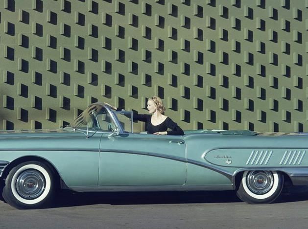 Автомобили и фотографы: 500 снимков за 100 лет