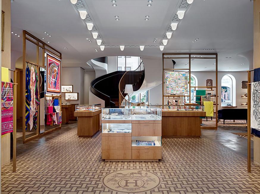 Hermès обновляет московский бутик