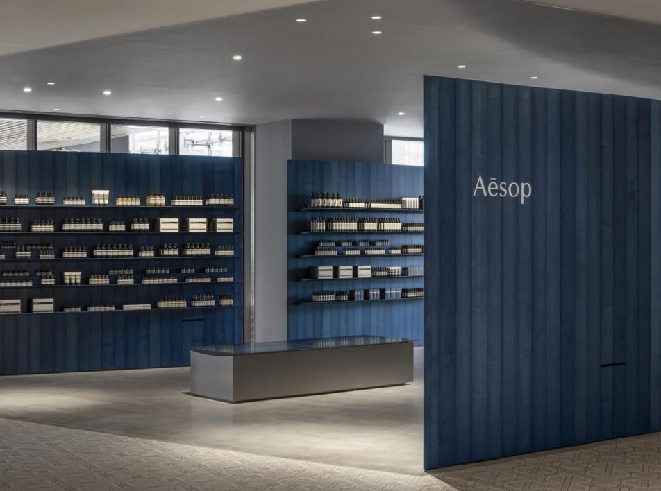 Torafu Architects: синий бутик Aesop в Иокогаме