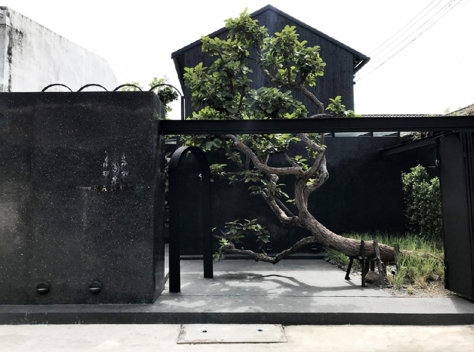PDA Puredesigns Associate: черное кафе с арками в Таиланде
