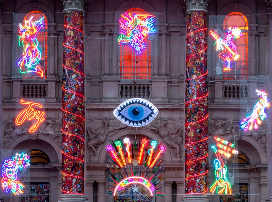 Неоновое Рождество в музее Tate Britain