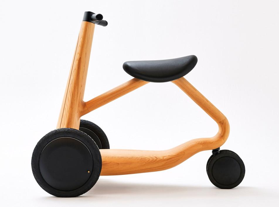Микия Кобаяши: деревянный скутер
