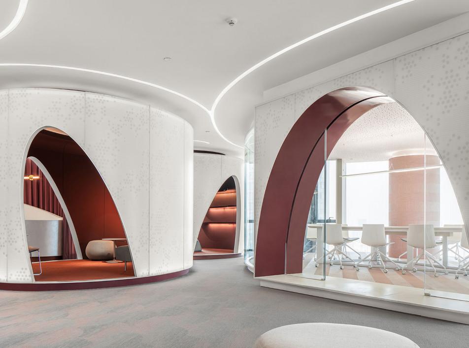Гармония формы и цвета в офисе New Silk Road
