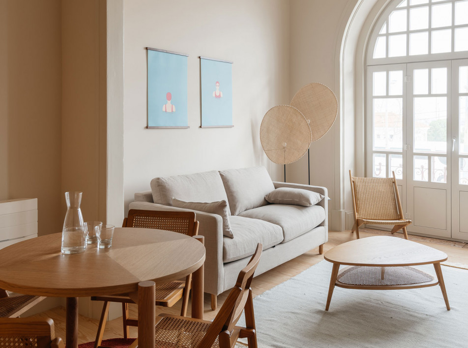 Aurora Arquitectos + FURO: розовый дом на юге Португалии