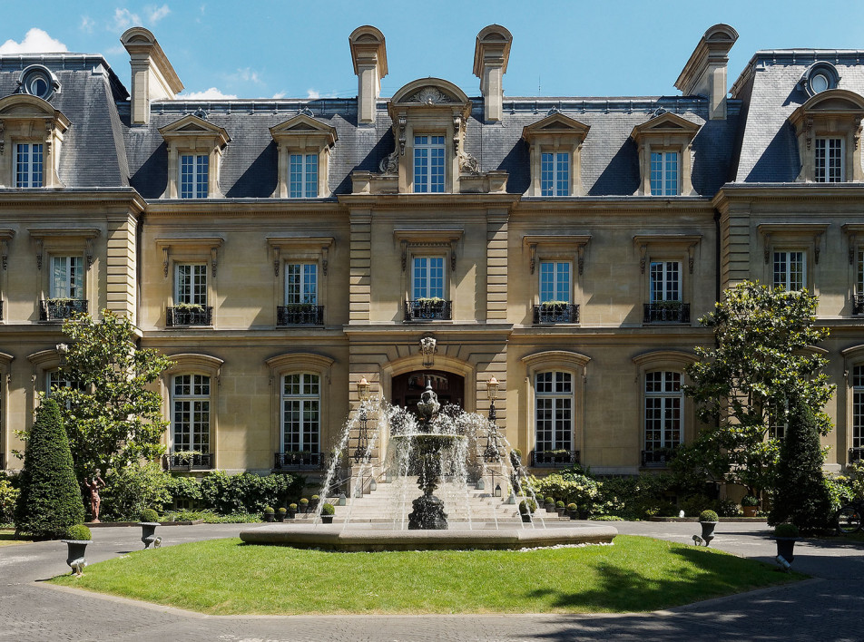 Парижский отель Saint James Paris по проекту Лауры Гонсалес