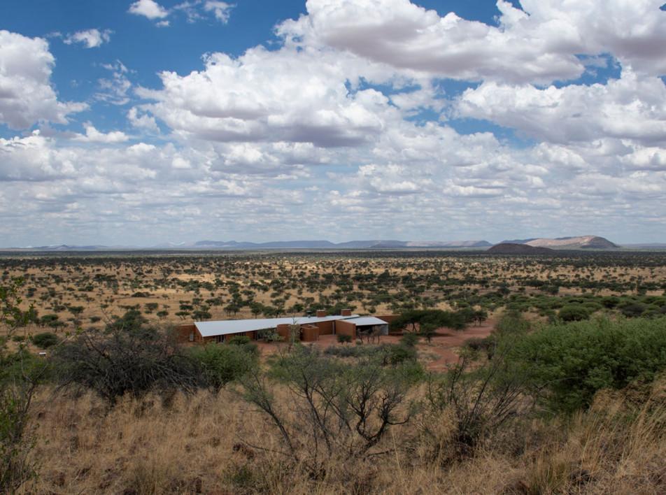 Дом в  саванне  и архитектура Намибии