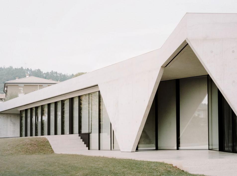 Studio Colleoni Previtali: бетонный дом в Бергамо