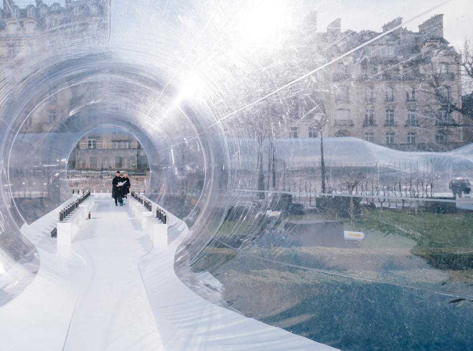 Прозрачный тоннель студии Dosis