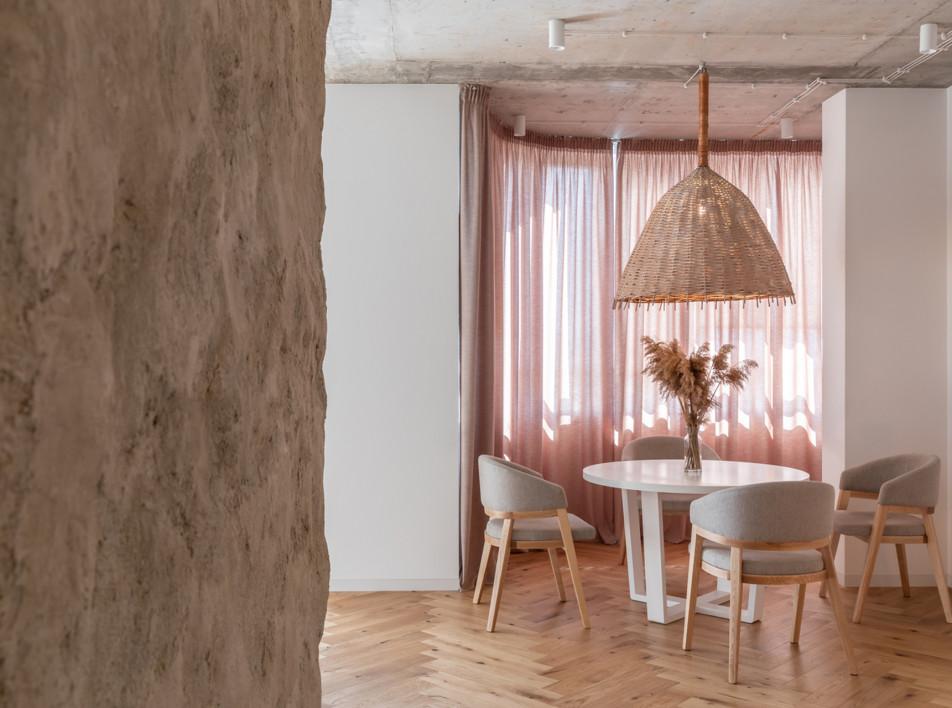 Sergey Makhno Architects: квартира в Киеве с глиняными стенами