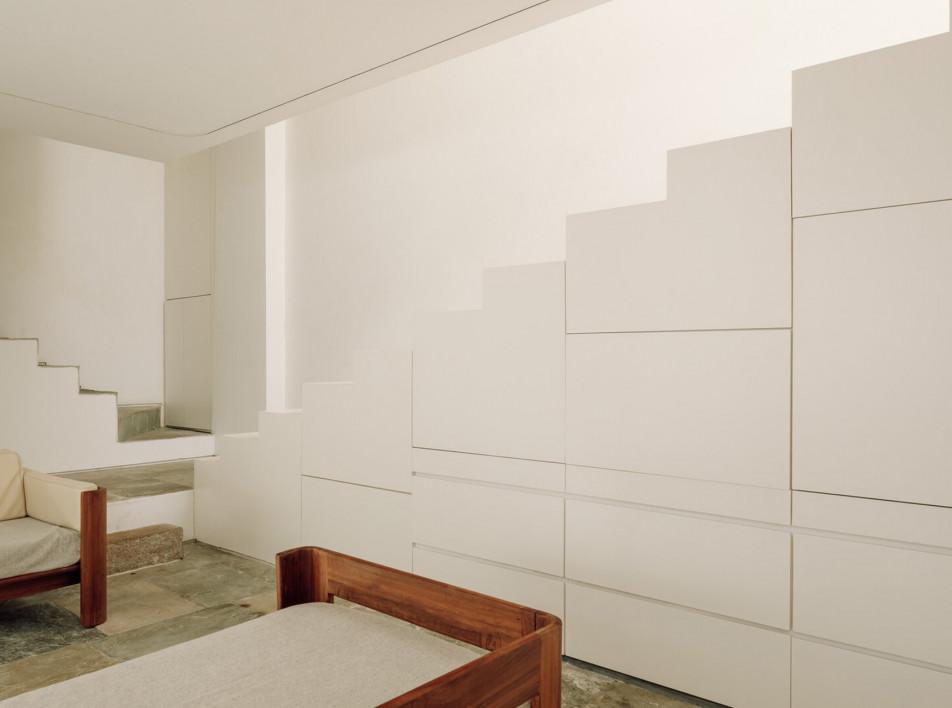 Aires Mateus: светлая квартира в Лиссабоне с секретным садом