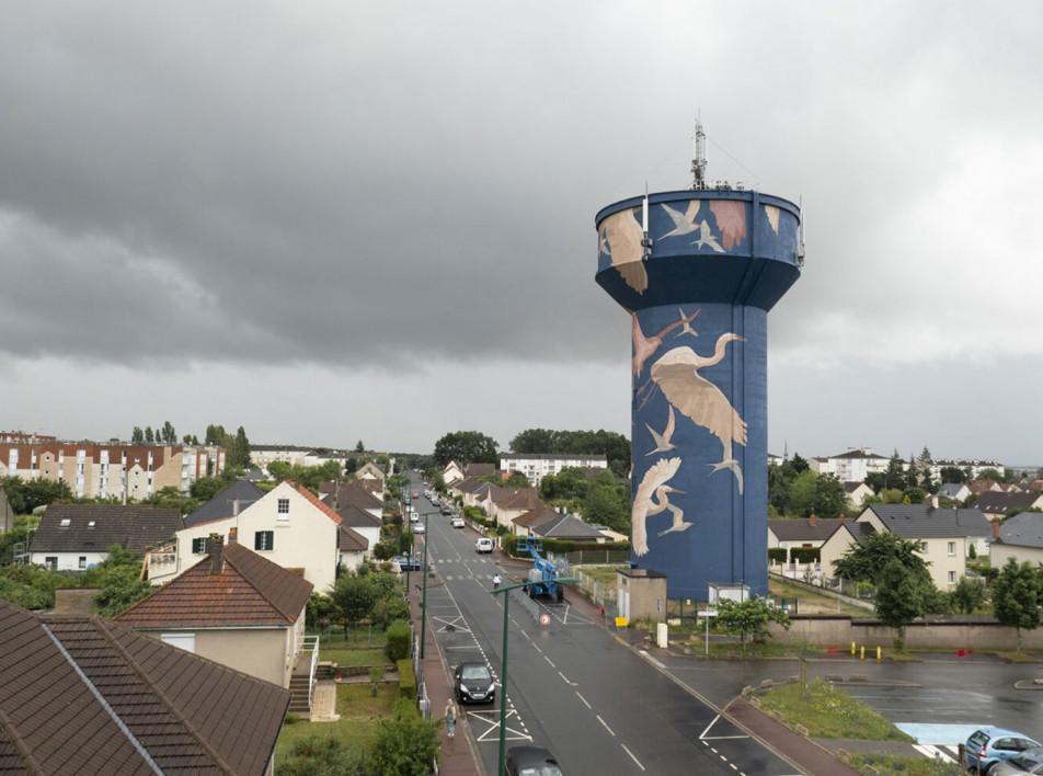 Мурал на водонапорной башне во Франции