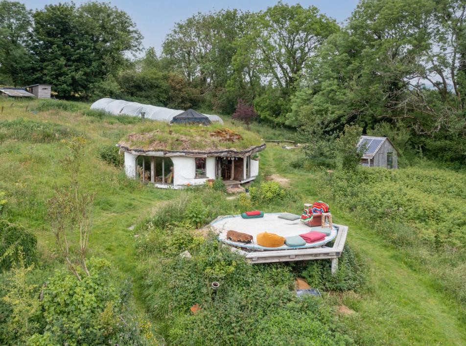 «Дом хоббита» в Пембрукшире