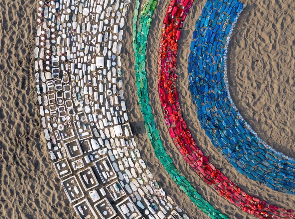 Лиина Клаусс: инсталляция из прибрежного мусора