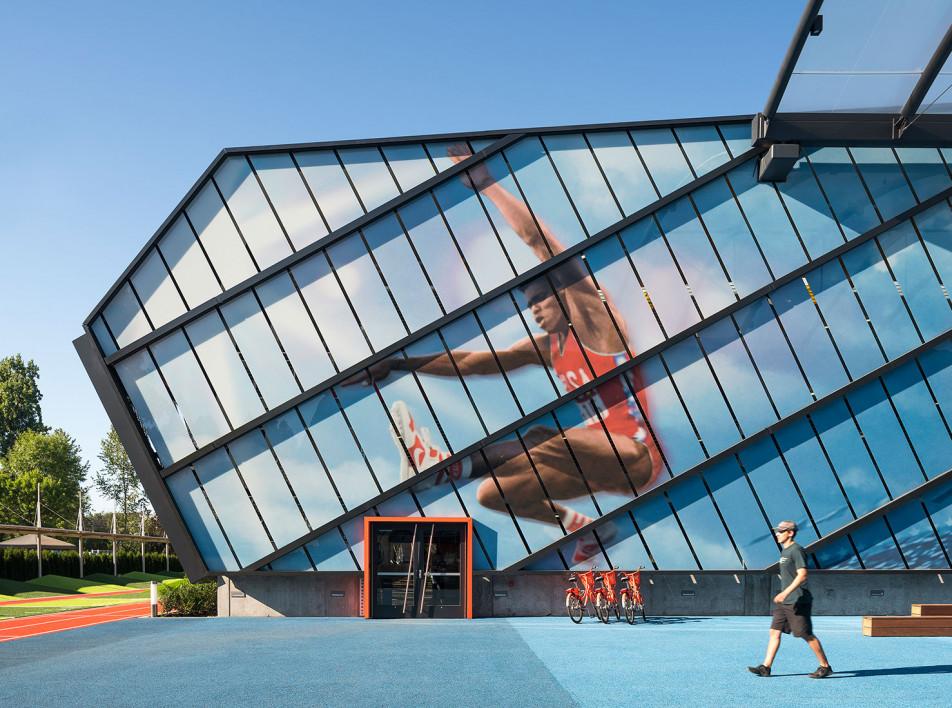 Гараж и общественный центр в кампусе Nike