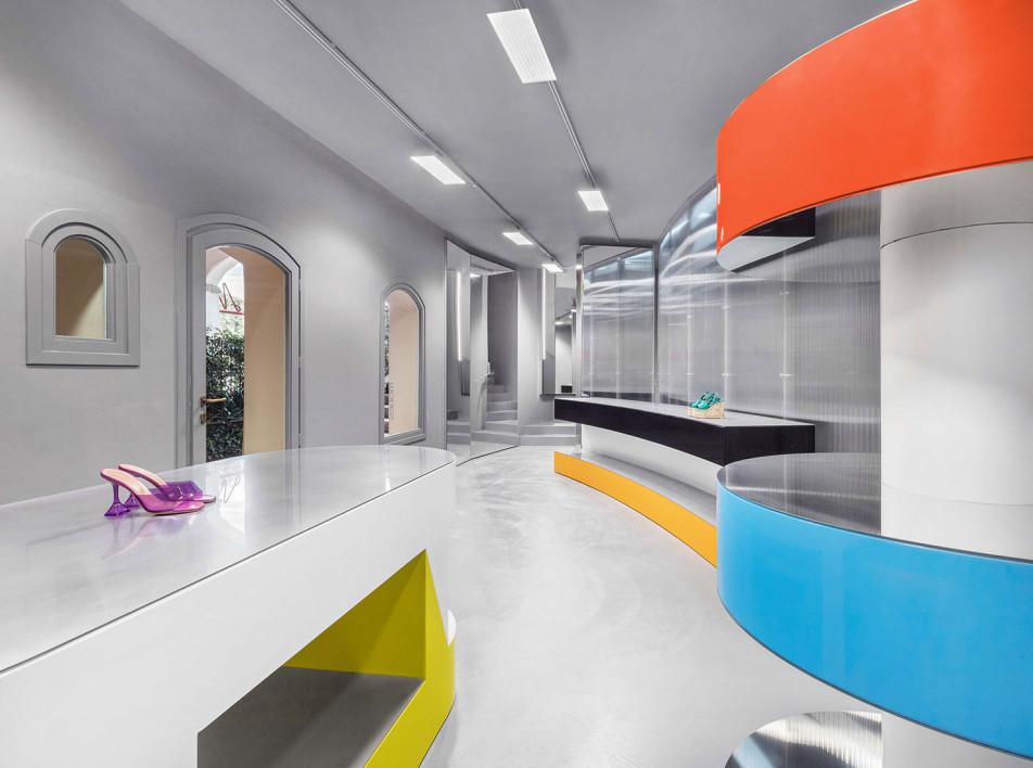 Gonzalez Haase AAS: бутик Modes на Сардинии