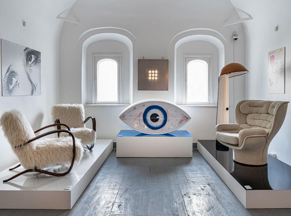 Выставка The Art of Sitting в галерее MIRRA