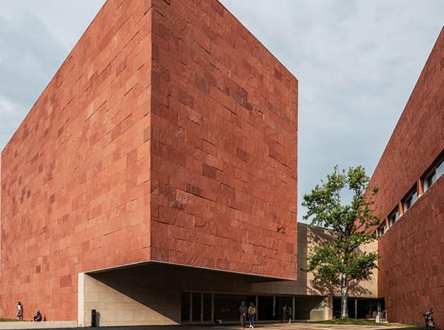 Алвару Сиза построил музей дизайна