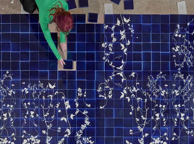 Glithero: сорняки на керамической плитке