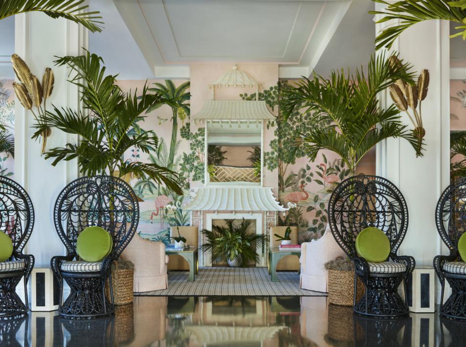 Обновление отеля Colony: джунгли и фламинго на стенах лобби